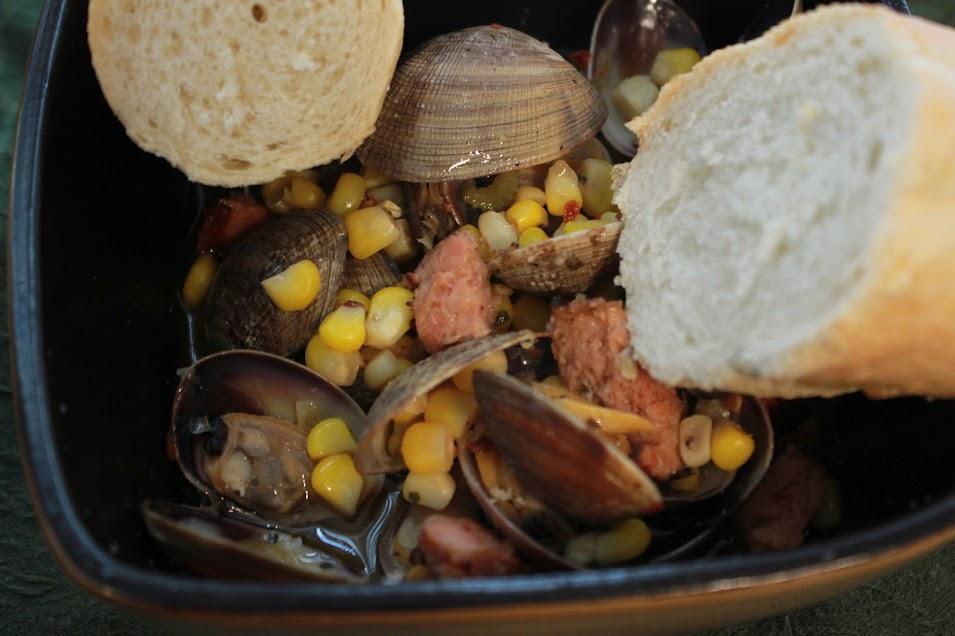 Almejas al vapor con Maíz dulce y Albahaca