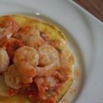 Tostada con Camarones en salsa Picante