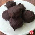 Bocaditos de dulce de leche cubiertos de chocolate
