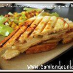 Sándwich Asado con Peras, Nueces y Queso Brie.