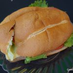 Anímate a probar la famosa torta de jamón del Chavo del Ocho con un vaso de leche
